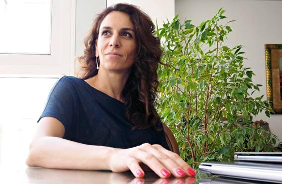 Jelena Kovasevic johtaa sekä oppiainetta että IT-firmaa.