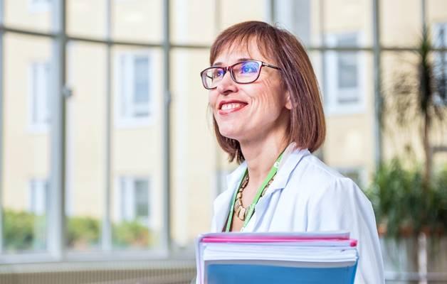 – Meille työterveyshuoltoon on helppo tulla tai muuten ottaa yhteyttä. Hyvä ja ammattitaitoinen työterveyshoitajaverkosto koordinoi taitavasti, kokeneet työterveyslääkärit ja työpsykologi ovat sairaanhoitopiirin työntekijöiden käytettävissä, kehuu työterveyslääkäri Liliana Baltseva.