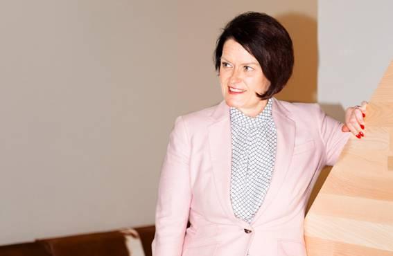 Skanska Oy:n henkilöstöjohtaja Kirsi Mettälän mielestä ikäjohtaminen ei voi rajoittua pelkästään nuoriin ja eläköityviin.