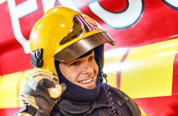 41-vuotias Antti Juselius työskenteli rekkakuskina ennen kuin vaihtoi seitsemän vuotta sitten alaa palomieheksi.