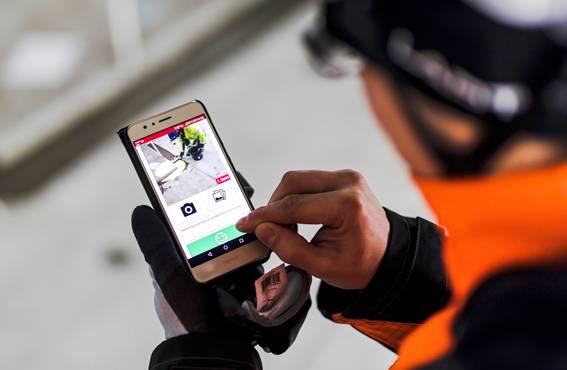 Älypuhelimella tehtävät työturvallisuushavainnot parantavat turvallisuuden lisäksi myös työviihtyvyyttä, koska työntekijät kokevat itsensä entistä enemmän osaksi rakennustyömaan kokonaisuutta.