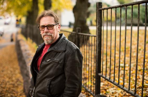 """""""En osaa laittaa tärkeysjärjestykseen teatteria, elokuvaa tai tv-sarjaa, kaikissa on puolensa"""", Matti Onnismaa kertoo."""