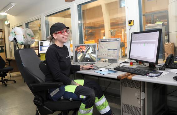 Pia Kankaanpään mukaan lisääntynyt vapaa-aika parantaa elämänlaatua. Pituusleikkurin hoitaja pitää kuntoaan yllä liikkumalla.