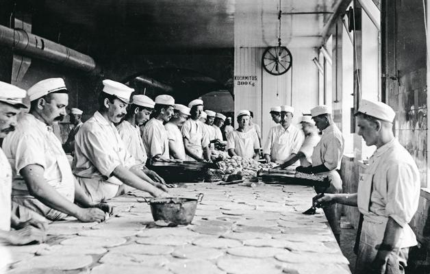 Ensimmäinen työaikalaki koski leipureita.