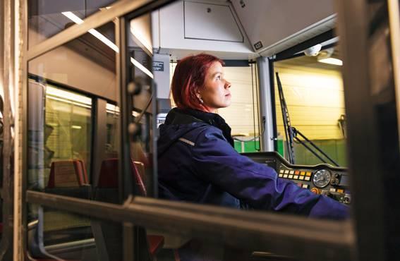 Työn parasta antia ovat vaihtelevuus, työkaverit ja matkustajat melkein aina, sanoo Venäläinen.