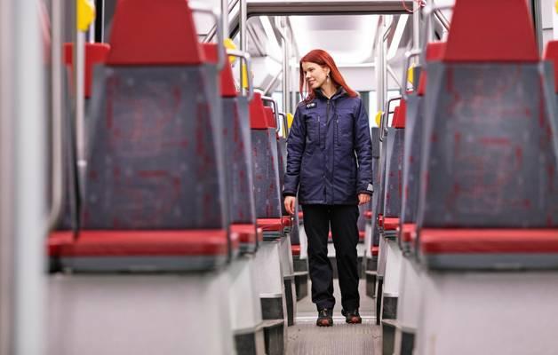 Raitiovaununkuljettaja Sarianna Venäläinen on ammattikuljettajien perhettä.