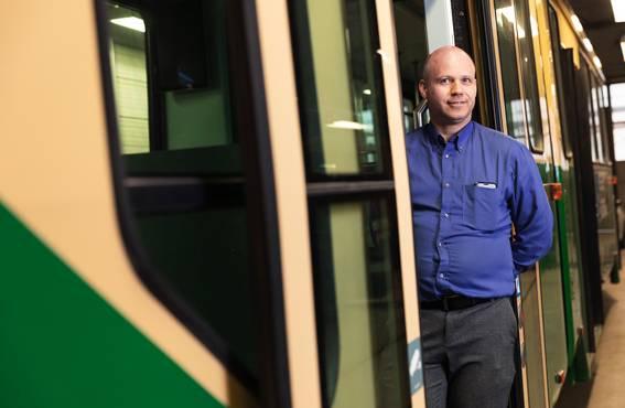 HKL:n liikennöintiyksikön johtaja Arttu Kuukankorpi pitää mahdollisena, että HKL ryhtyy kokeilemaan erilaisia työvuorojen kiertosysteemejä.