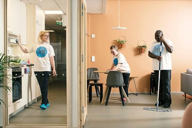 Iiris Mikkola, Miia Pallonen ja Flory Pambou työskentelevät Väylä ry:ssä.