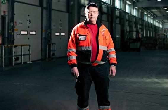 Hannu Lehtonen on ajanut Vähälän rekkoja neljällä vuosikymmenellä. – Työn fyysinen kuormittavuus on keventynyt merkittävästi.