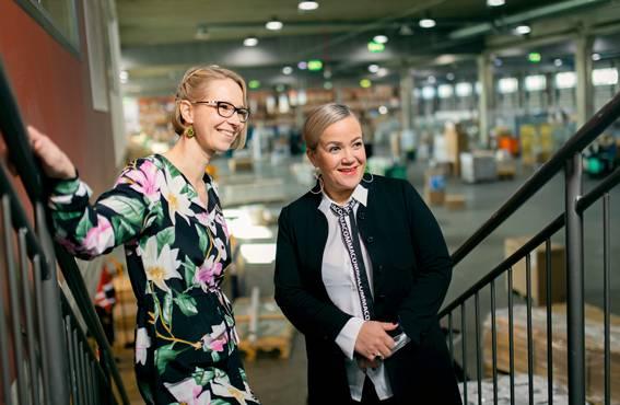 Johanna Holkon ja Tiina Salosen ja mukaan yhdistelmäajoneuvonkuljettajalla tulee olla monipuolista osaamista. Ajamisen lisäksi on tunnettava ajoneuvoteknologiaa, hallittava sähköiset työprosessit ja pystyttävä sujuvaan asiakaspalveluun.