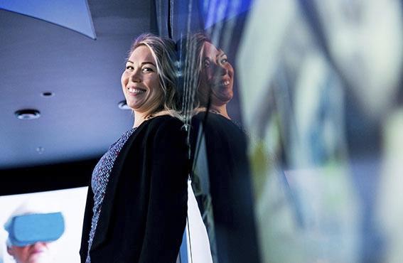 Pääkirjanpitäjä ja pääluottamusmies, 32-vuotias Anastasia Ostonen, on ollut viitisen vuotta töissä Fortumilla. Lukiossa hän suoritti kaksoistutkintona sekä ylioppilas- että merkonomitutkinnon. Laureassa liiketaloutta opiskellessaan hän voitti kilpailun, jonka palkintona pääsi Cambridgeen opiskelemaan lukuvuodeksi.
