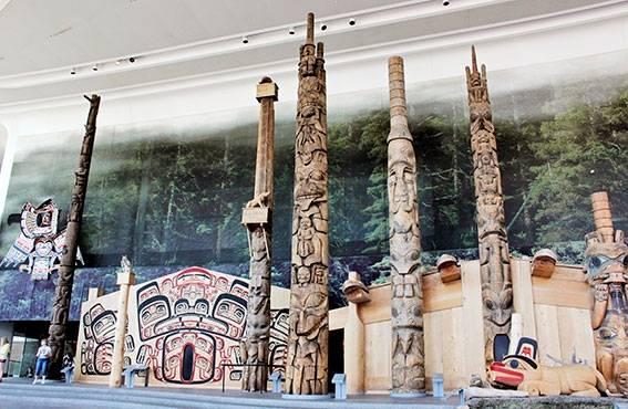 Kansallisgalleriassa on esillä merkittävä kokoelma inuiittien taidetta.