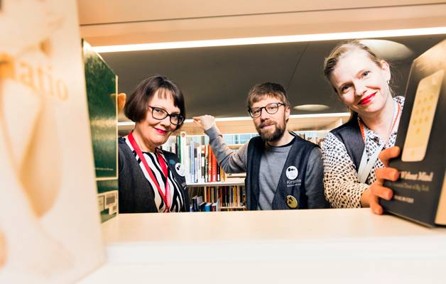 Anna-Maria Soininvaara on ylpeä johtamastaan kirjastosta. Toni Tuominen ja Ulla Leinikka rakastavat Oodin työyhteisöä.