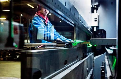 Närkolla valmistetaan kuljetuksiin umpikoreja, lavavaunuja, alustoja, dolleja ja erilaisia puutavaravaunuja off-road- ja maantiekuljetuksiin. Jatkuva tuotekehitys vaatii osaavia ammattilaisia työhön.