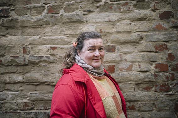 """Liisa Uusitalo-Arola on huolissaan työyhteisöjen hyvinvoinnista etätyösuositusten jatkuessa. """"Yksilötasolla jokainen kehittää omat tapansa selviytyä ja sopeutua. Aidosti arvaamatonta on se, mitä tapahtuu työyhteisöille, joissa ei ole totuttu työskentelemään etänä."""""""