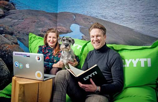 Koirat ovat tervetulleita Lyytin toimistolle, kertovat Emmi Rankonen ja Aleksi Koskinen.