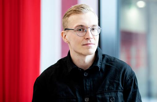 Markus Määttänen tekee HyMy-kylässä viimeistä harjoitteluaan.– Ammatillinen pätevyyteni on vahvistunut, kun olen luonut työpajoja ja työkaluja hyvinvoinnin tukemiseen.
